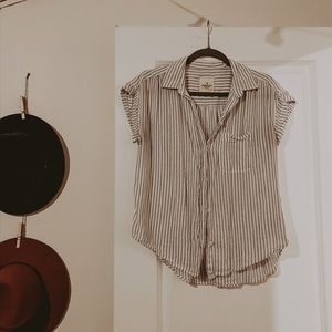 Super cute American Eagle Buttoned Up Tee